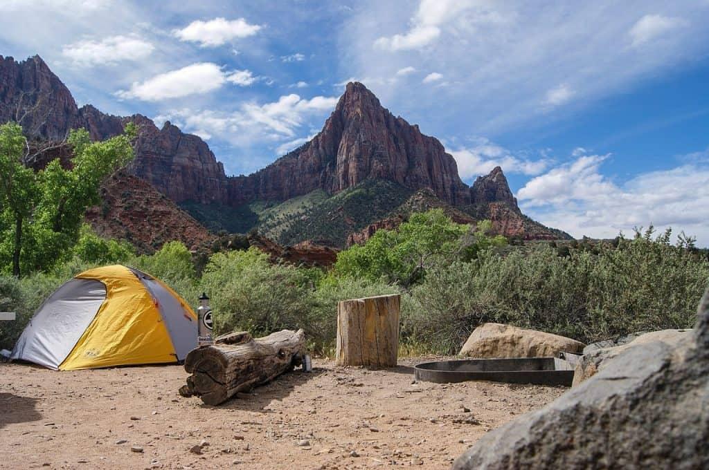 אוהל ביער