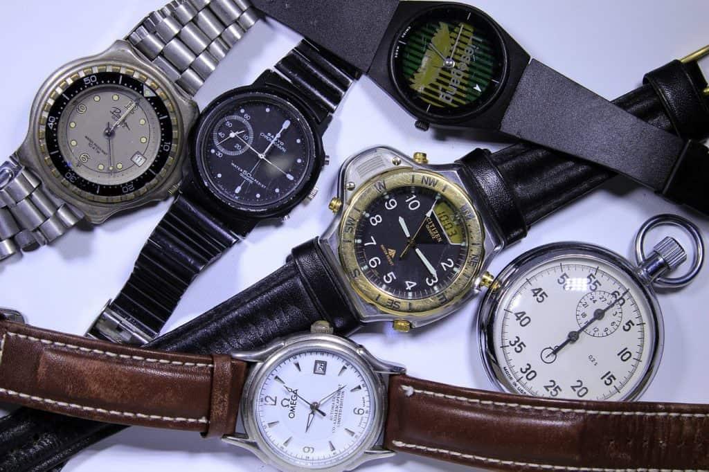 מגוון של שעונים